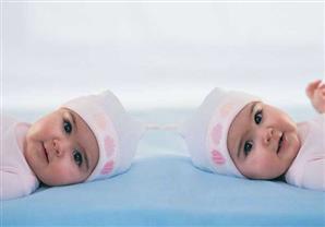 طرق طبيعية لن تصدقِ أنها تُعزز فرص الحمل بتوأم!