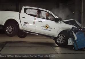 اختبار تصادم سيارة البيك اب ميتسوبيشي L200 موديل 2015