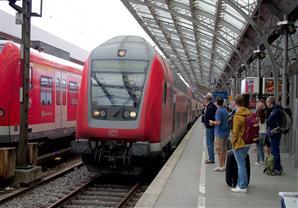 سكك حديد ألمانيا تستعين بسيارات إضافية لمواجهة تزايد توافد اللاجئين