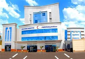 وزير الطيران يتفقد مستشفى مصر للطيران ويشيد بقسم الجهاز الهضمي
