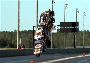 """بالفيديو.. قوة المحرك تجبر سيارة """"موستنج"""" على الطيران!"""
