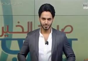 إعلامي سعودي يحلق شعره على الهواء