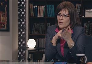 """بـ""""حيلة ذكية"""".. محامي فاطمة ناعوت ينقذها من الخطأ على الهواء  - فيديو"""