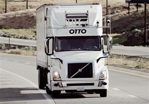 """بالفيديو.. شاحنة """"أوبر"""" الذاتية تنجح في نقل 50 ألف علبة مشروب!"""