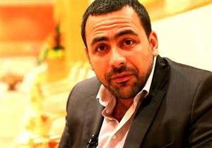 مذيع العاصمة يهاجم يوسف الحسيني بسبب فيديو الصلاة بمدرسة: اعتبرها أيروبيكس