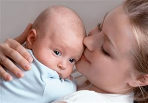 الرضاعة الطبيعية تسكن آلام الرضع أثناء التطعيم
