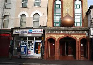 تقرير: 100 هجوم على مساجد في بريطانيا بآخر 3 سنوات