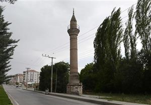 """بالفيديو والصور: """"مآذن يتيمة"""" فقدت مساجدها إبان الاحتلال اليوناني لغربي تركيا"""