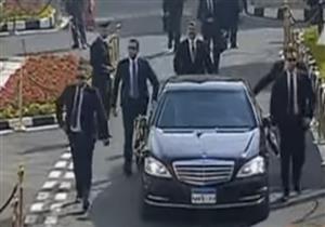 بالفيديو- المدفعية ترحب بالرئيس السيسي بـ 21 طلقة أمام مجلس النواب