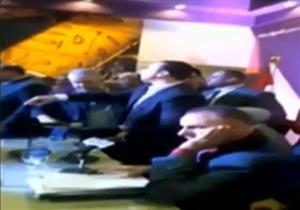 بالفيديو - هروب وزير خارجية ليبيا الأسبق من معرض الكتاب بعد رفض ليبيين تواجده