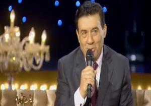 بالفيديو- الاعلامي مدحت شلبي يغني هو وزوجته على الهواء