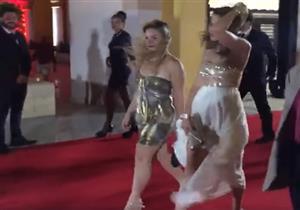 """هيدي كرم بصحبة المخرج محمد خان في حفل إطلاق """"Ninja Warrior"""" - فيديو"""