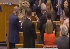 بالفيديو - لحظة بكاء المفوض البريطاني في جلسة البرلمان الأوروبي