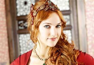 """بالصور.. سر نشر """"مريم أوزرلي"""" صورتها بفستان الزفاف!"""