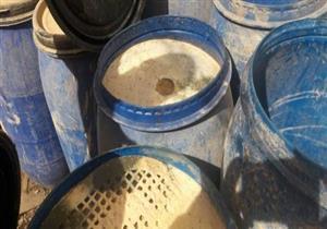 ضبط صاحب مصنع يستخدم محتويات فاسدة في تصنيع المواد الغذائية بالبحيرة