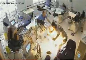 بالفيديو - رجل يحرق المرضى في مستشفى بألبانيا