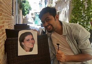 بالصور.. زوج يصطحب صورة زوجته بدلاً منها في شهر العسل!