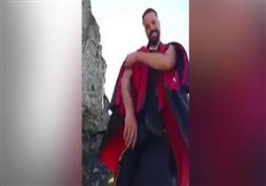 مغامر إيطالي يوثق لحظة السقوط المميت من جبال الألب - فيديو
