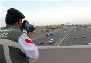 """شرطة دبي تساعد سائقي السيارات لتفادي مخالفات الرادار بـ""""فلاش"""""""