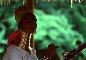بالصور - أغرب عادات الجمال حول العالم.. إحداها في مصر