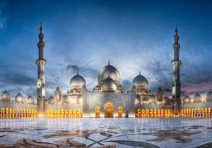 بالصور: مسجد الشيخ زايد خامس أكبر مساجد العالم وزينة أبوظبى