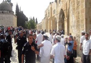 أكثر من 400 مستوطن يقتحمون الأقصى وسط حراسة من الاحتلال