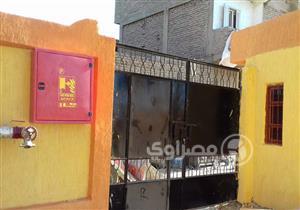"""بالصور - مدرسة التحرير الابتدائية بالأقصر لم تدخل الخدمة.. """"مفيش ميا ولا كهربا"""""""