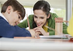 5 نصائح لتجنب معاناة الأم مع الواجبات المدرسية