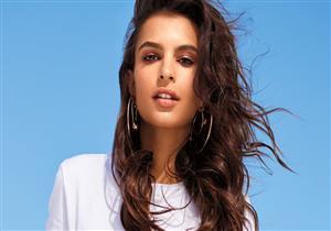 """عارضة أزياء عالمية تثير الجدل في المغرب بـ""""صورة عارية"""" في فندق تاريخي"""