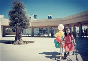 """""""سنطير إلى البيت"""".. أردنية تكتب قصة عن ابنتها المصابة بشلل دماغي"""