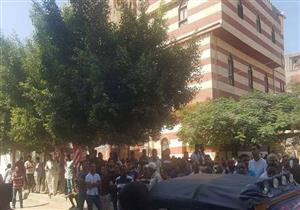 بالصور- دموع وزغاريد في وداع شهيد سيناء بالإسكندرية