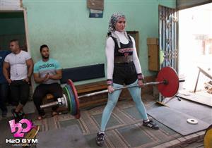 """أول مصرية بالحجاب في بطولة العالم """"للقوة البدنية"""".. خلود عصام تواصل التحدي"""