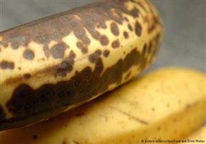 هذا ما تعنيه البقع الداكنة على الموز..وحقيقة أضرارها