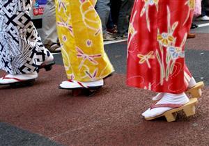 بالصور- تعرف على الحذاء الذي يُرتدي مع الكيمونو في اليابان