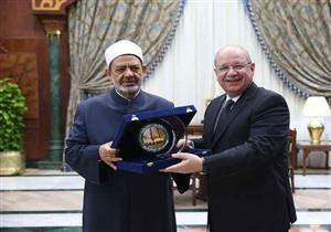 رئيس مجلس الدولة والأمين العام يزوران شيخ الأزهر