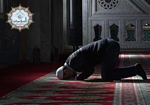 ما حكم الصلاة منفردا دون جماعة داخل المسجد؟