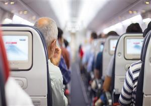 """6 أمور تحدث لجسدك على متن الطائرة.. منها """"تضخم القدم"""""""