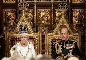 10 معلومات عن الطقوس الملكية في بريطانيا..منها ممنوع لمس الملكة أُثناء التحية