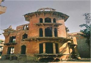 """""""القصر الأحمر"""" بالمنصورة.. من شاهدٍ على التاريخ إلى وكر ومقلب قمامة (صور)"""