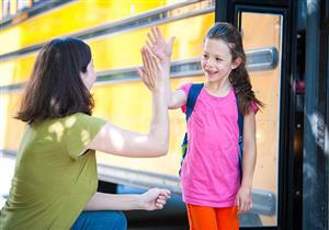 دليلك للتدخل في حياة ابنك المدرسية.. تحنبي حصاره بالأسئلة والمتابعة اليومية