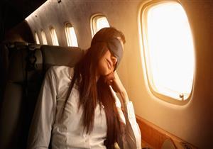 """6 طرق للحصول على نوم مريح في الطائرة.. منهم """"البيجاما"""""""