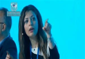 """تامر أمين عن خبيرة الطاقة المنسحبة من منتدى الشباب: """"مش عايزة تسيب الحديدة""""-فيديو"""