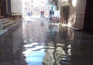 بالصور - انفجار خط مياه رئيسي في مركز طهطا بسوهاج