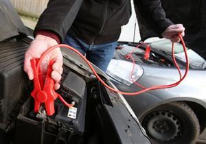 نادي السيارات: هذه الطريقة الصحيحة لتشغيل السيارة ببطارية سيارة أخرى