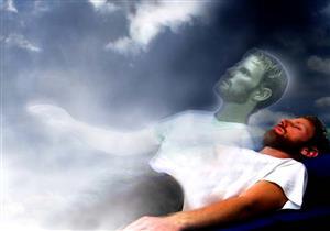 ما هي الحالة التي يتراجع فيها الملك الموكل بقبض روح الإنسان؟