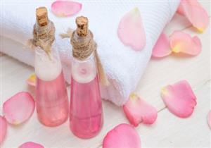 8 استخدامات مختلفة لماء الورد.. منها التخلص من الهالات السوداء
