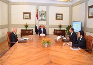 السيسي يبحث مع رئيس الوزراء ومحافظ مطروح خطة تنمية غرب مصر