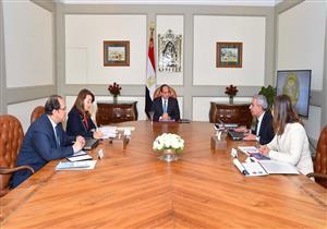 السيسي يناقش 3 وزراء في خطط تشغيل الشباب بالمحافظات