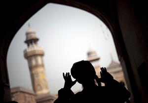 مسلم روهنجي يرفع الآذان من مخيمات اللجوء ببنجلاديش