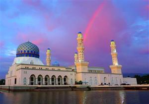 """بالصور: مسجد """"قوس قزح"""".. دعوة للتأمل منذ أكثر من 120 عام"""
